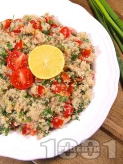 Свежа вкусна салата с киноа, риба тон, чери домати и магданоз - снимка на рецептата